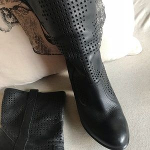 SAM Eldeman gorgeous leather labor cut half boots